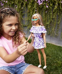 Barbie Loves The Ocean Beach-Themed Doll (11.5-inch Blonde), Made from Recycled Plastics, Wearing Fashion & Accessories, Gift for 3 to 7 Year Olds 2